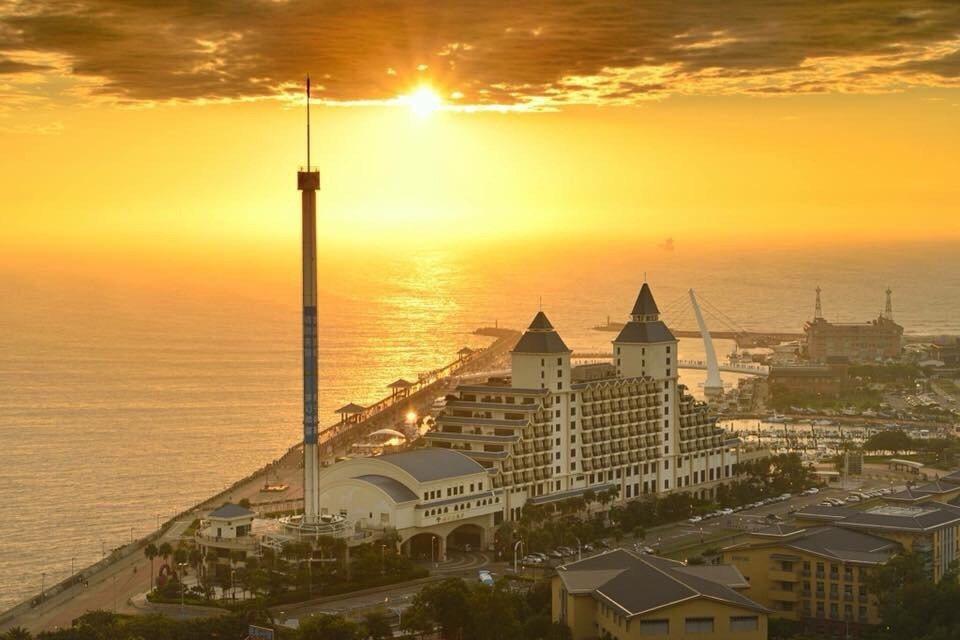 落日夕陽美感,淡水福容飯店摘下「最美飯店」頭銜。淡水福容/提供