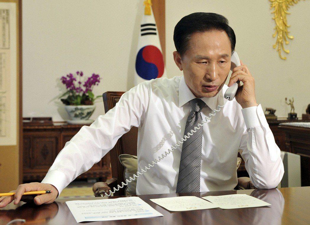 讓出的股份,被南韓計劃財政部及李明博所成立的「清溪財團」分別買入,這讓當時身為總...