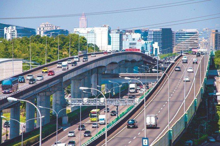 以聯外交通來說一環城市中,汐止是雙北唯一串連中山高、北二高、北宜高三條高速公路,...