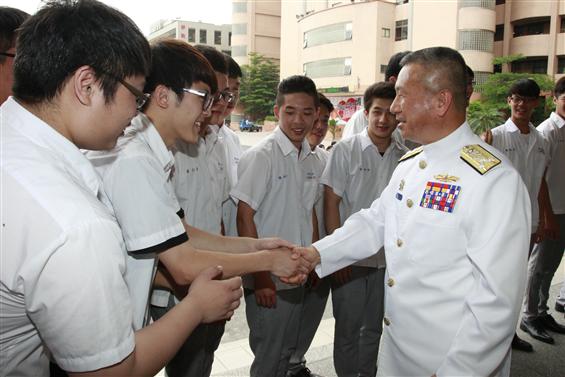 前副參謀總長蒲澤春上將曾多次深入校園推廣募兵。圖/軍聞社