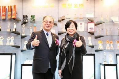 國泰證券主辦聯廣(8497)上市案,由左到右為國泰綜合證券總經理周冠成、聯廣董事...