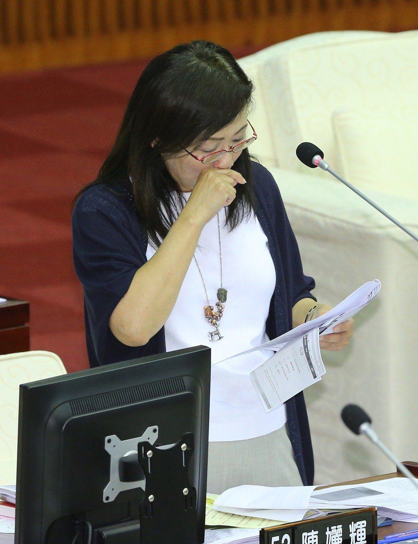 北市議員陳孋輝曾針對動保問題質詢,在播放收容動物的慘況後她一度哽咽。圖/報系資料...