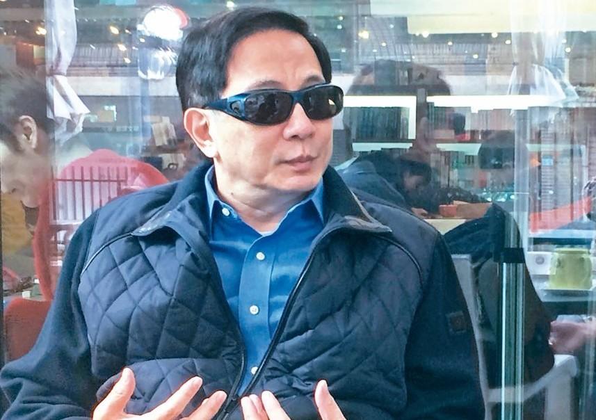 眼疾開刀後的台大準校長管中閔受訪表示,一連串卡管爭議是政治恐攻。 記者馮靖惠/攝...