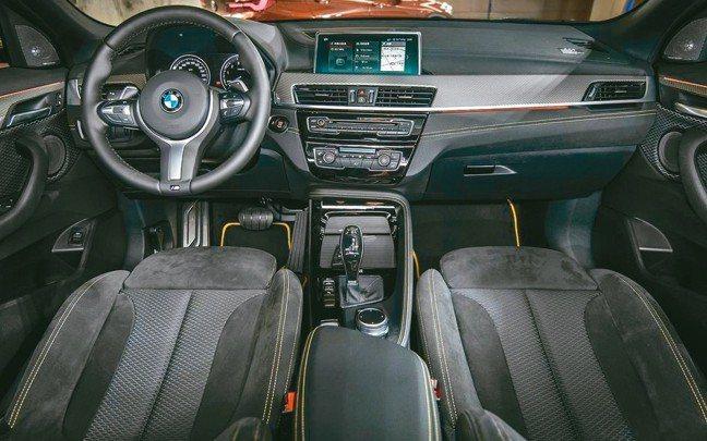 高質感前衛、新潮且具運動風格的駕駛艙氛圍。 圖/陳志光、汎德
