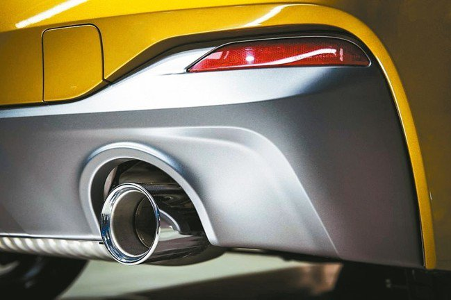 全車系搭載媲美BMW X6M的直徑90mm大口徑排氣尾管,詮釋獨特叛逆跑格。 圖...