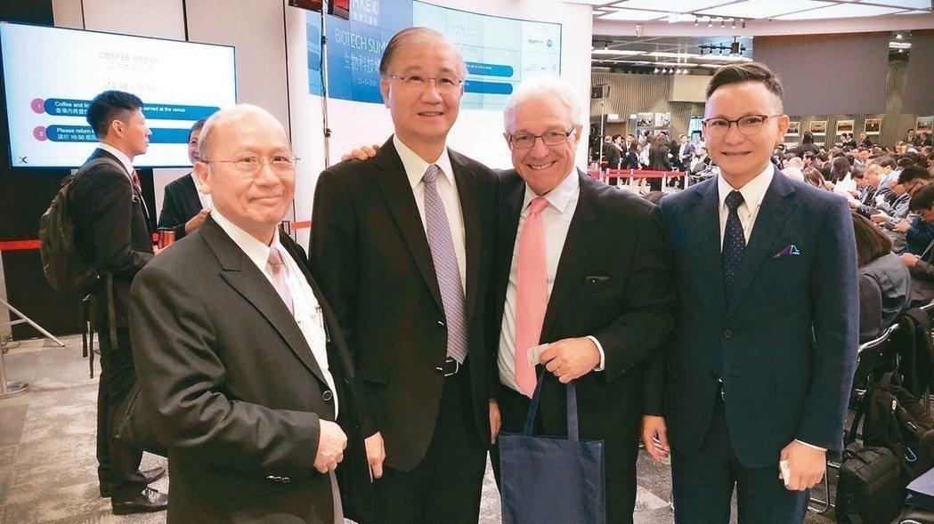 香港生技峰會昨日舉行,由生策會組團前往參加,左起依序為冠亞生技創辦人賴博雄、生策...