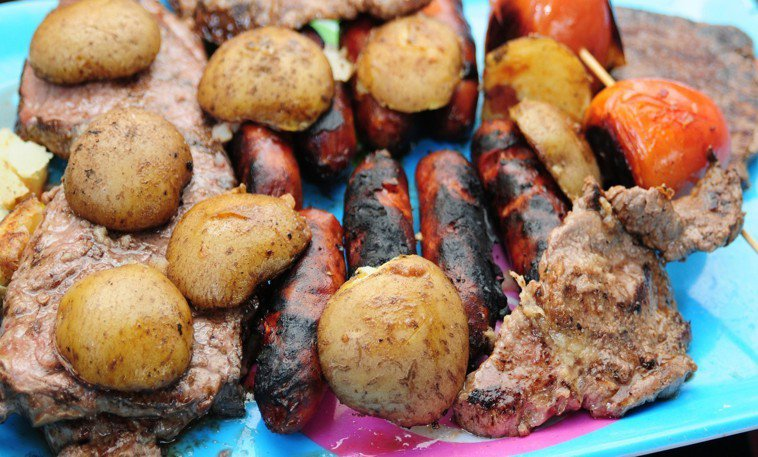 研究顯示高溫燒烤或烘烤肉類可能形成致癌物質。圖/ingimage