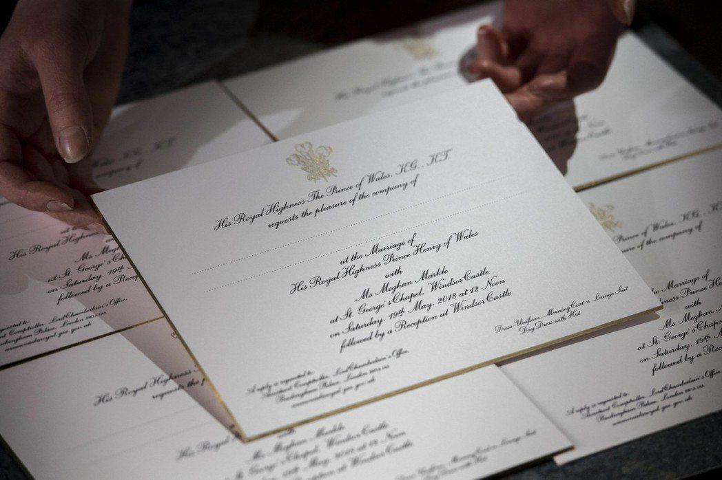 哈利王子與未婚妻梅根馬克爾(Meghan Markle)的結婚請柬已經寄出,約有...
