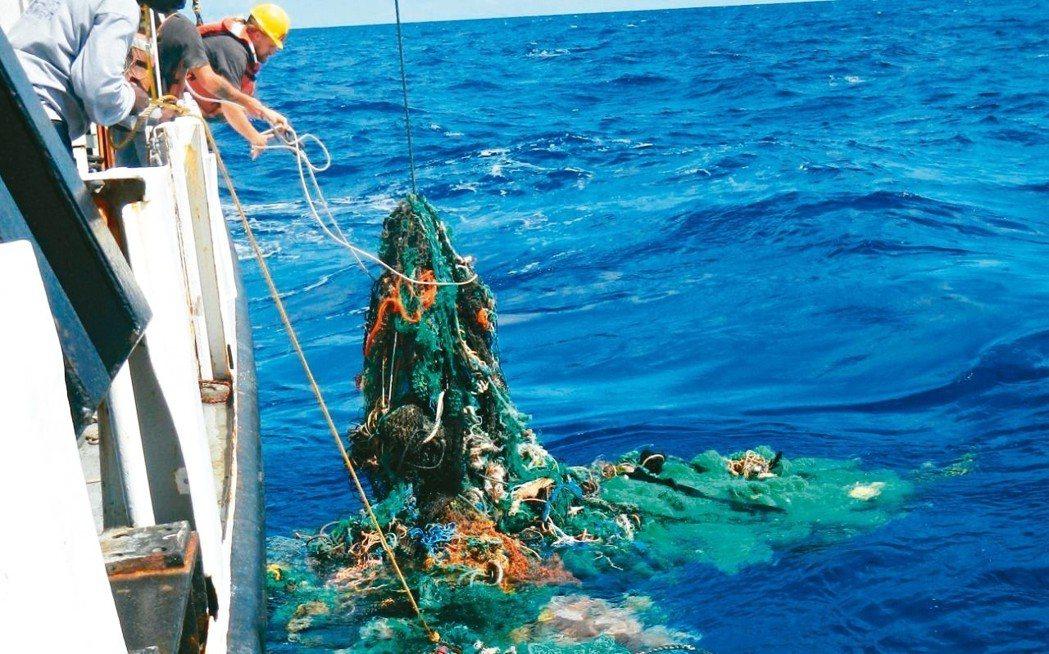 太平洋海面垃圾數量龐大。 取自網路,海洋清理基金提供