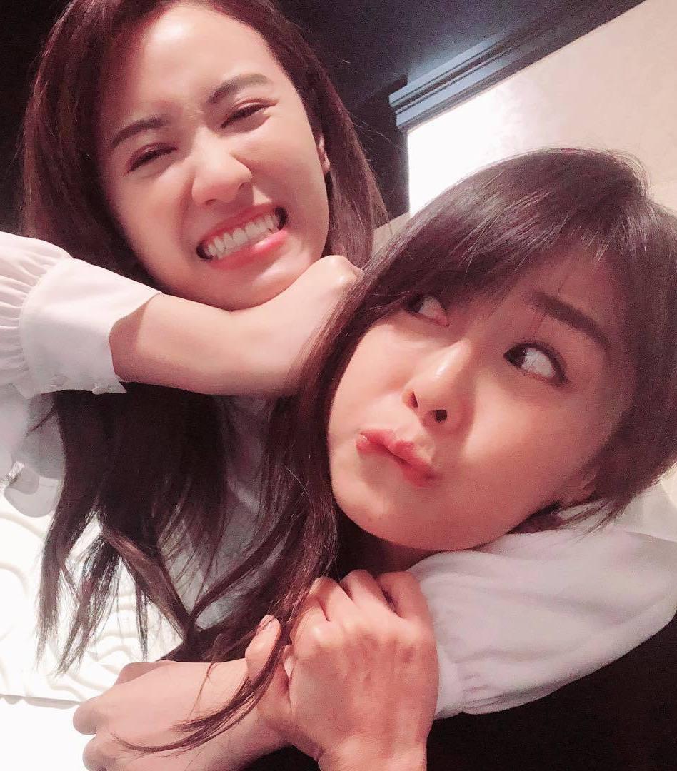 吳姍儒(左)作勢要打好友林昀希(右)。 圖/擷自吳姍儒臉書