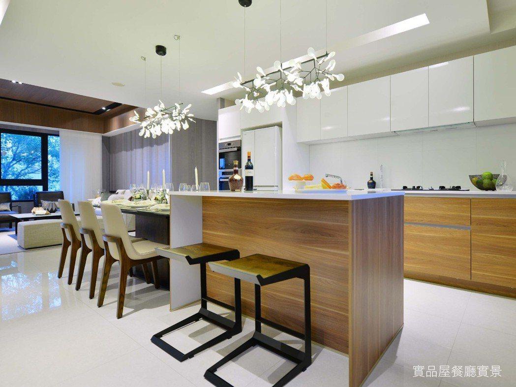 採用「德匠名廚」進口廚具,呈現簡約大器的食尚質感。 圖片提供/和通建設