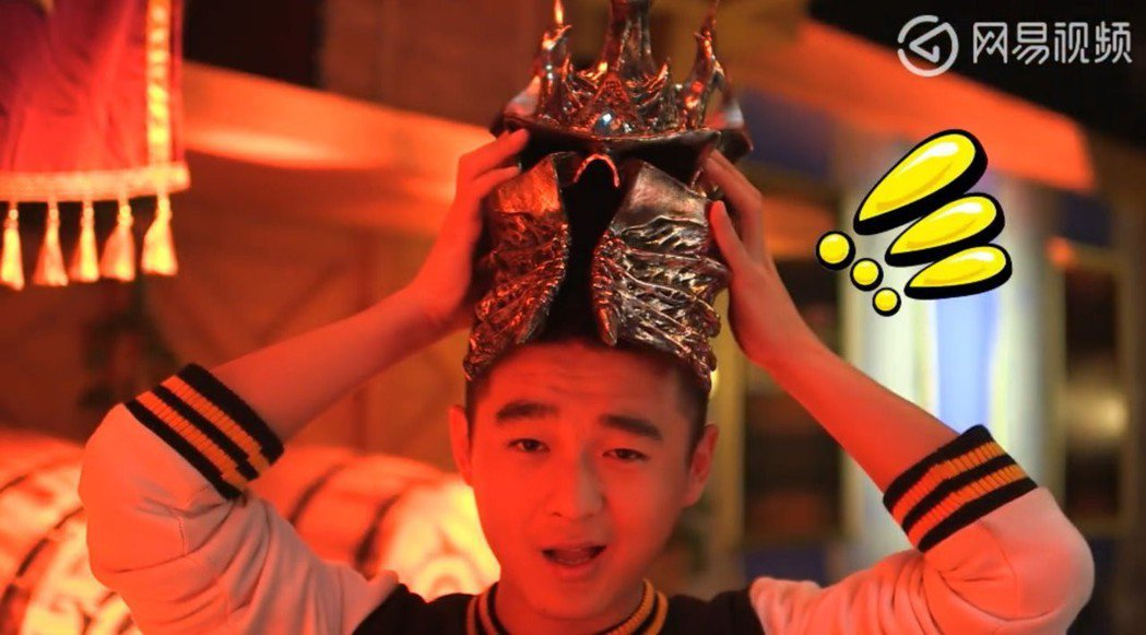 要戴巫妖王頭盔,才發現巫妖王原來...頭很小?