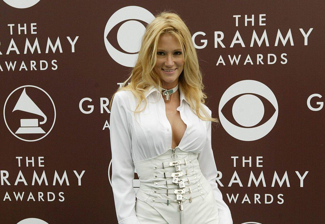 色情片女星潔西卡‧德瑞克控訴川普在2006年出價一萬美元,要求與她共度春宵。 (...