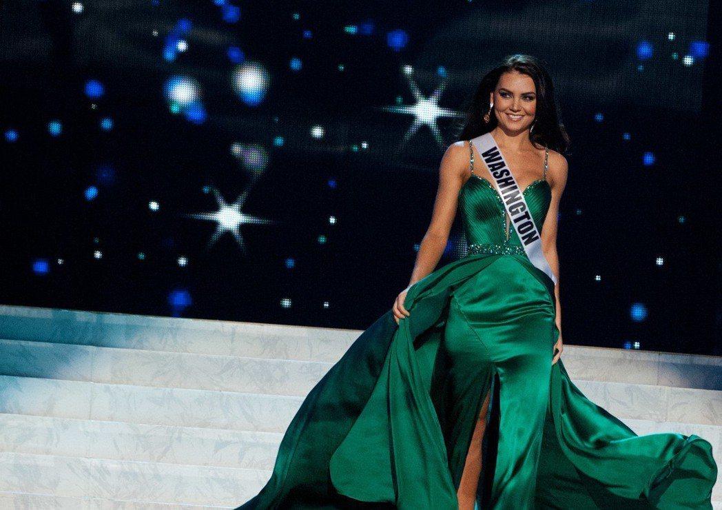 華盛頓州小姐卡珊卓‧席勒斯參與「美國小姐」選美時,曾遭到川普性騷擾。 (美聯社)