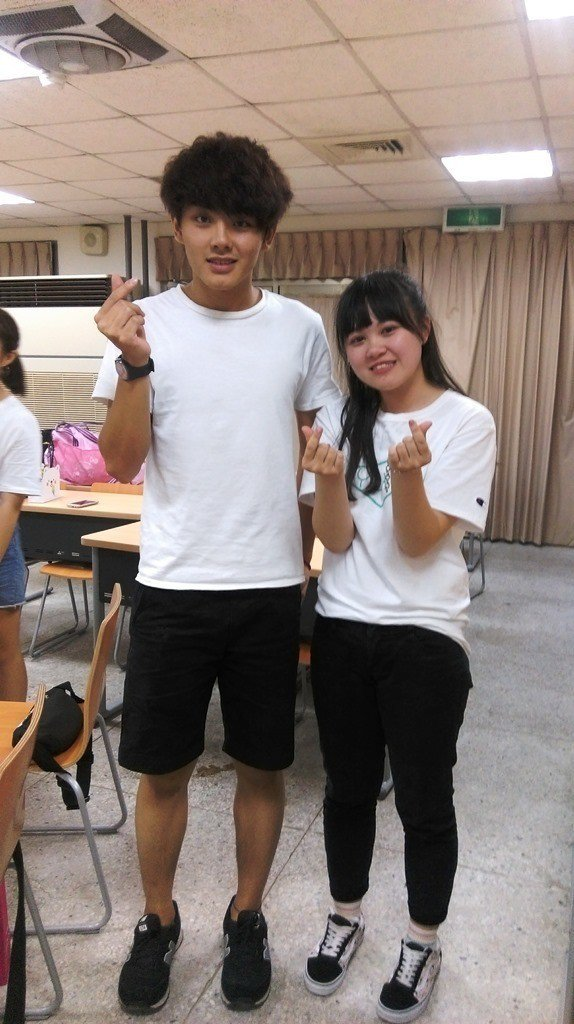元培醫管系陳嘉敏(左)很熱衷參與活動。 元培/提供