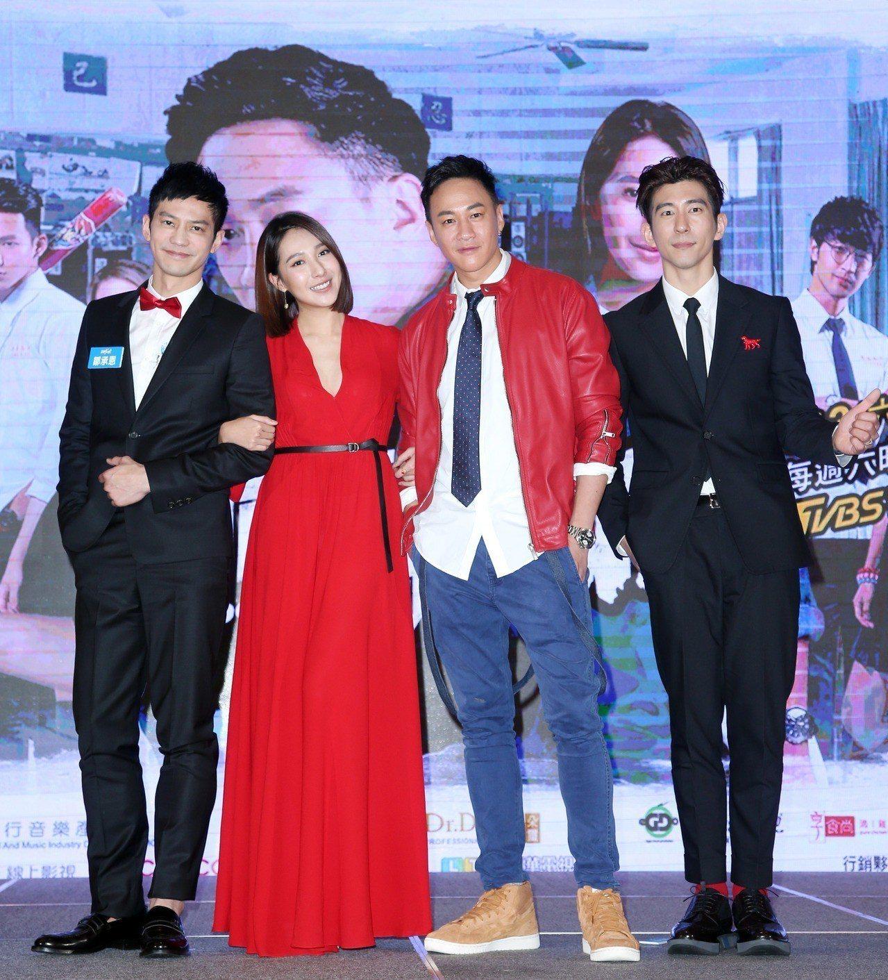 修杰楷(右起)、何潤東、楊晴、鄒承恩演出「翻牆的記憶」。本報資料照片