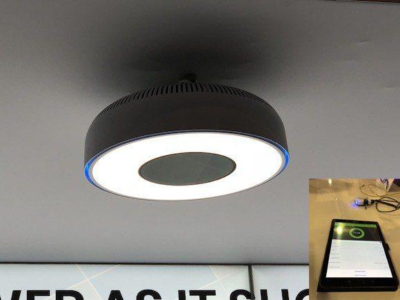 圖7 : Wi-Charge在展覽會現場展示了3款內建傳送器的LED照明燈具(s...