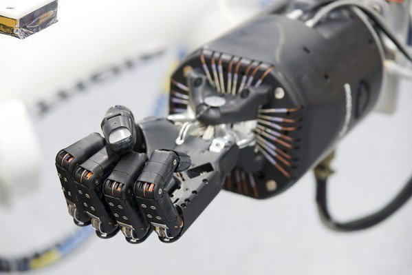 圖1 : 機器手臂的市場不斷增溫,在商機持續擴大的態勢下,各工業大國也開始加速機...