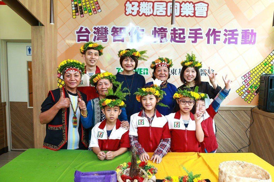 屏東基督教醫院與統一超商合作推出「台灣智作」教室,在屏東舉辦首場「憶起手作」。圖...