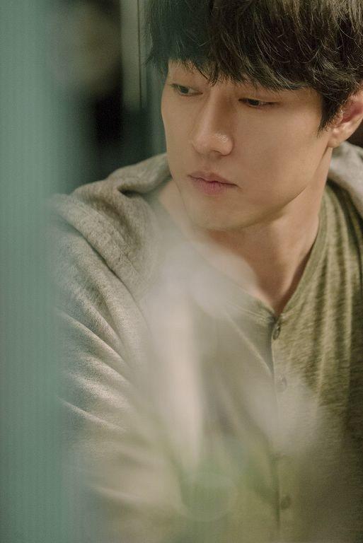 蘇志燮在「雨妳再次相遇」中扮演暖心又深情的人夫。圖/車庫提供