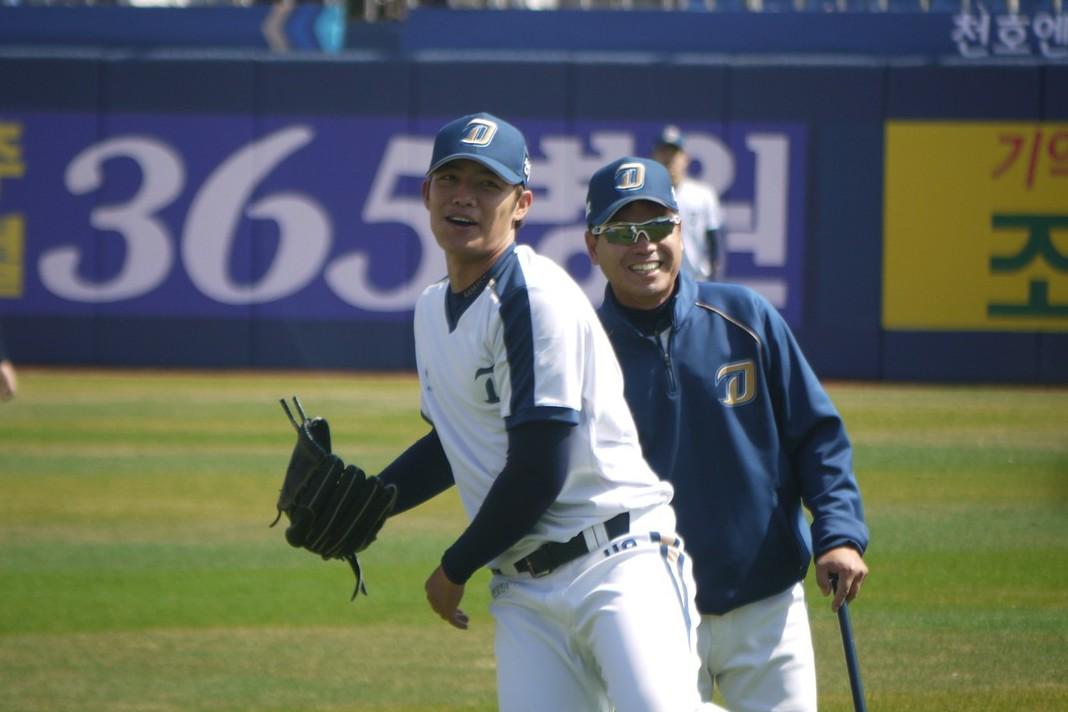 王維中(左)練習時和教練之間氣氛輕鬆。記者吳敏欣/攝影