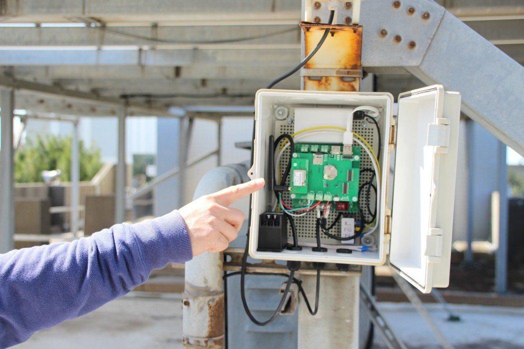 桃園市環保局和中原大學環控防災科技中心合作,開發無人機搭載空汙無線偵測儀,再搭配...