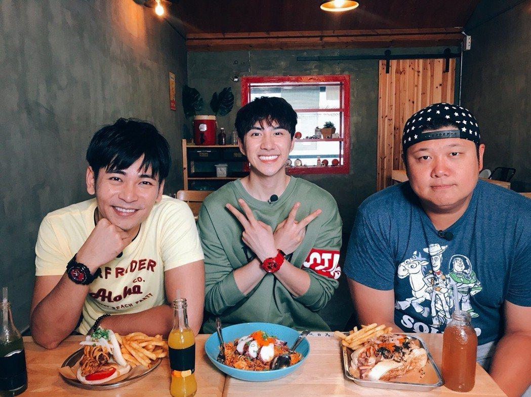 哈孝遠(右)為美食節目狂吃,有痛風的他還最愛海鮮,常下了節目要吃藥解決,左為楊子...