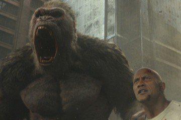 高大威猛的銀幕硬漢巨石強森這回遇上了比他更高大、更兇猛的對手,而且還是一次對上三頭大型的巨大怪獸。巨石強森特別為電影「毀滅大作戰」錄製一支一分鐘「超猛的」全新預告片在今天正式公開,看看究竟誰才是真正...