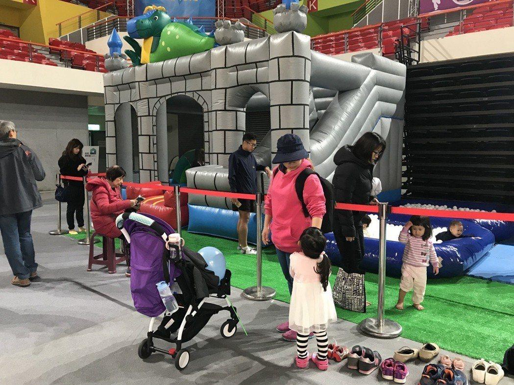 「2018住宅博覽會」現場還準備歡樂氣墊、夢幻白色球池、小小建築師DIY等設施,...