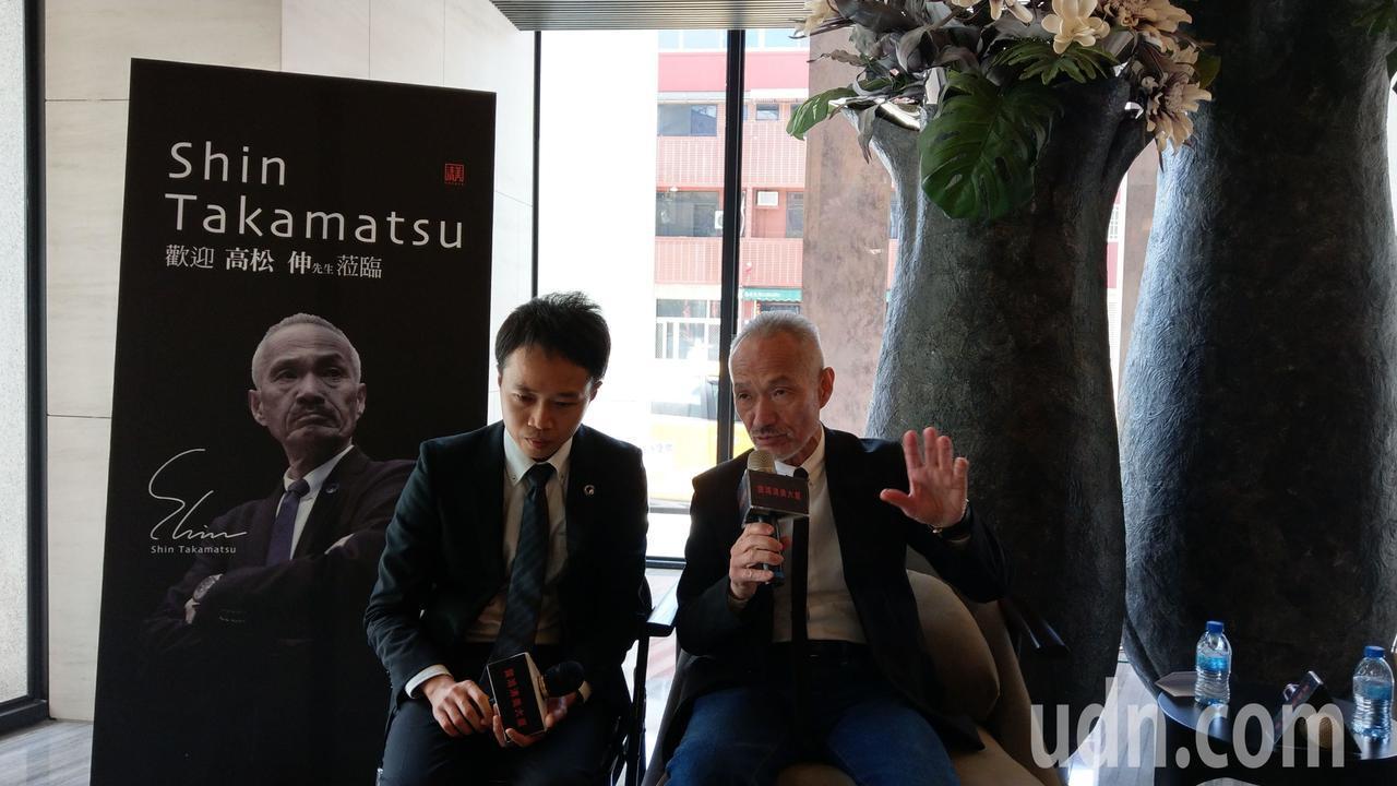 日本建築師高松伸(右)來台參訪寶鴻建設「清美」大樓,並與住戶交流。記者趙容萱/攝...