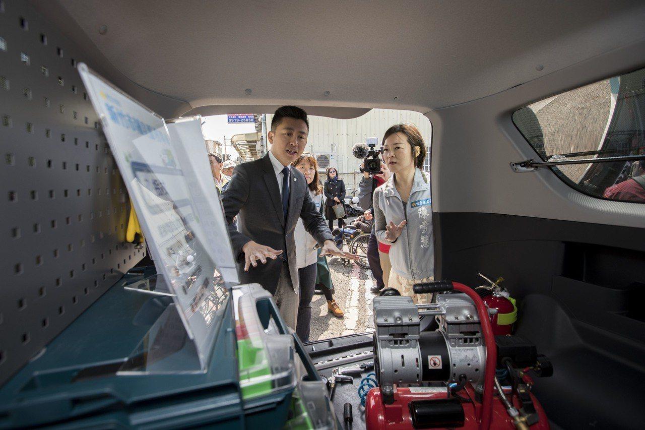 新竹市府提供輔具維修到府服務,讓身障者能定期檢測輔具。 圖/新竹市政府提供