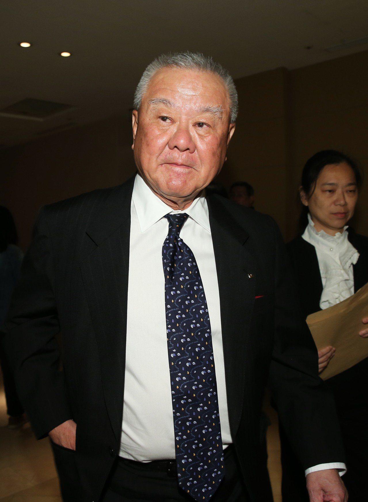 中美貿易戰火延燒,工商協進會理事長林伯豐認為,台灣電子消費等四大產業將首當其衝。...