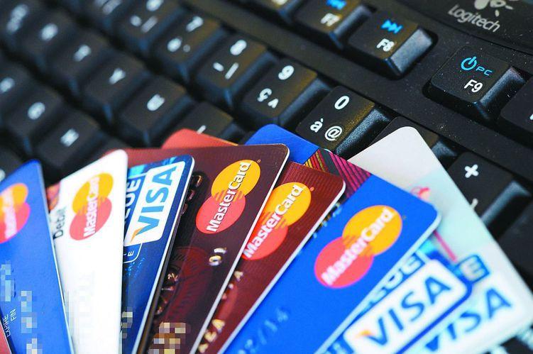 對銀行業者而言,信用卡繳稅是拉攏卡友最佳時機,今年主要發卡行都推出刷卡免手續費、...
