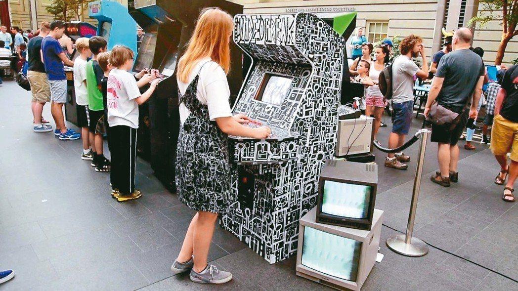 雖然隨著家用遊戲機技術的崛起,90年代風靡一時的街機已逐漸在市場銷聲匿跡,但還是...