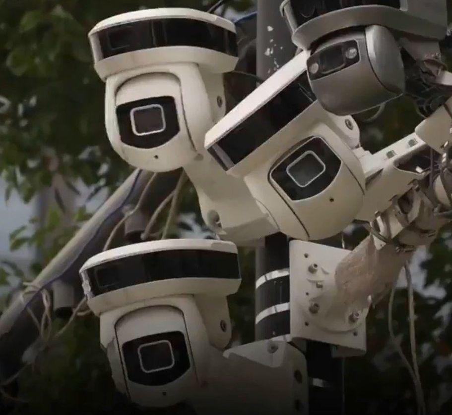 以人臉識別系統技術組成的「天網」已在中國16個省市應用,「天網」號稱人臉辨視準確...