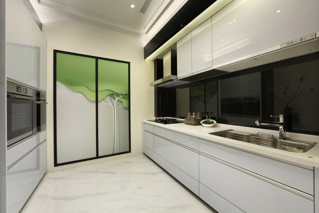 樣品屋實景:選用德國BOSCH、Panasonic系統廚具知名品牌建材。 圖片提...