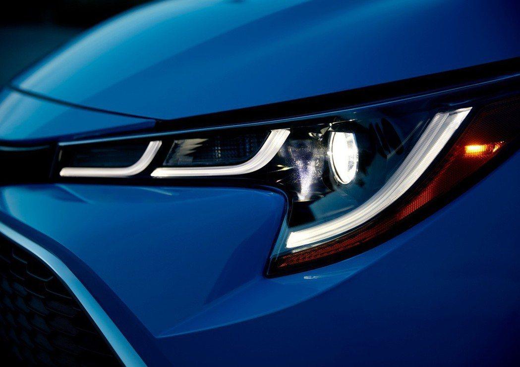 Toyota Corolla Hatchback頭燈樣式組合,與歐規Auris稍...