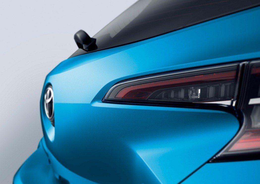 Toyota Corolla Hatchback車尾在重新設計後,更具動感之姿。...