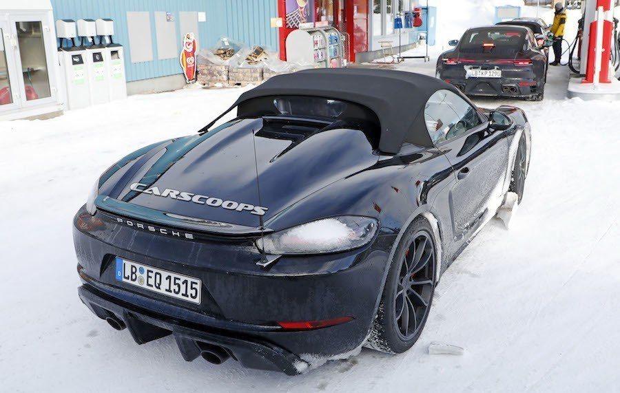 4.0L水平對臥六缸引擎,預估為430hp。 摘自Carscoops.com