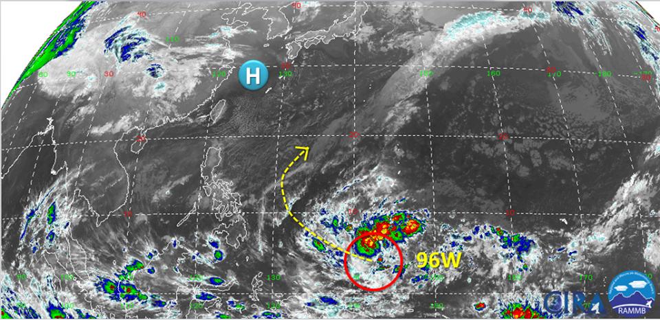 菲律賓東方海面有熱帶系統發展,不排除下周有進一步發展為颱風的可能。圖/翻攝自臉書...