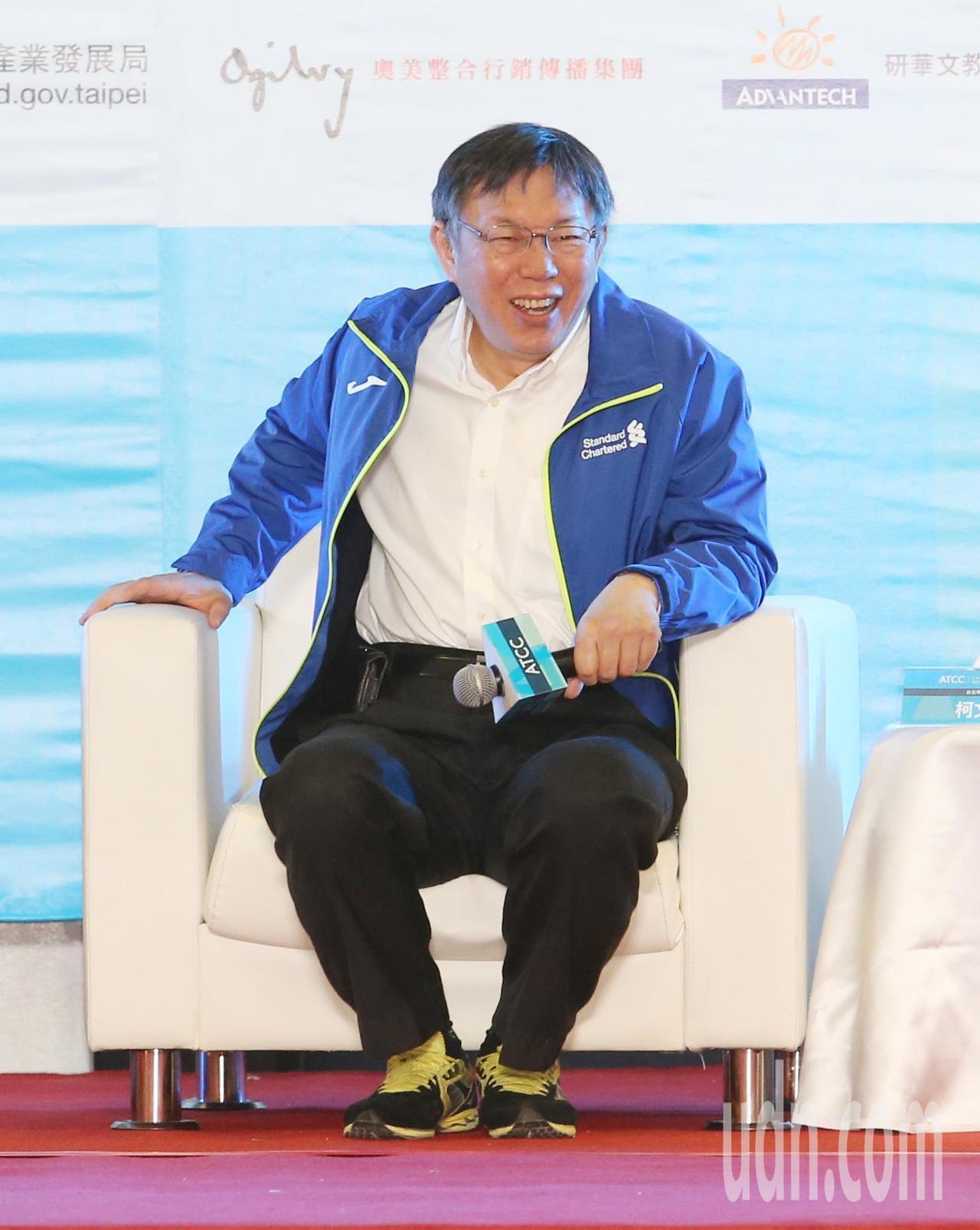 ATCC全國大專院校商業個案大賽上午舉行開幕典禮,主持人詢問台北市長柯文哲(圖)...