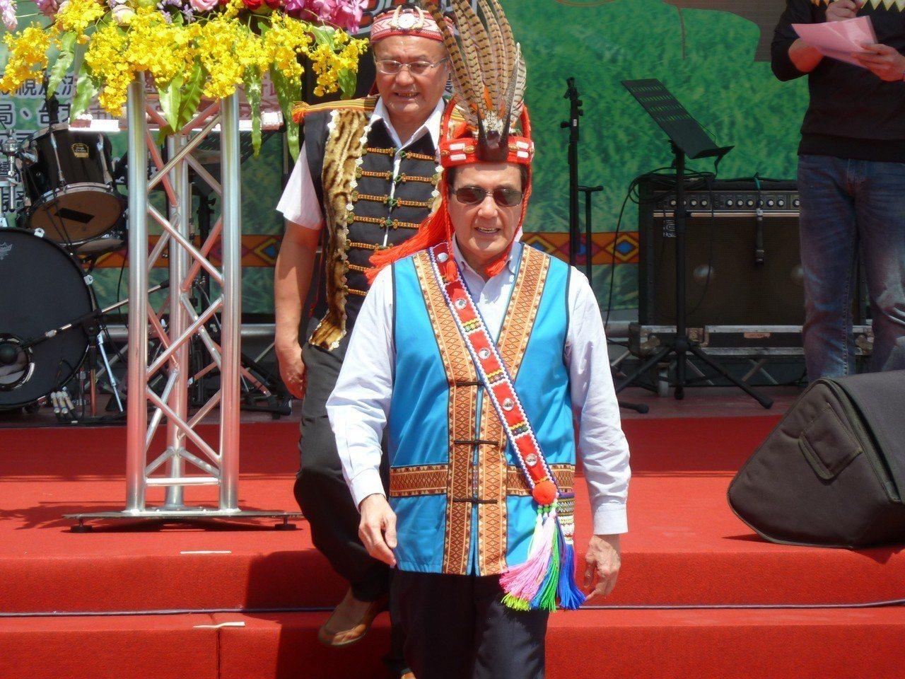 前總統馬英九今天出席全國原住民農特產推廣活動,表示原住民族天賦條件不輸任何族群,...