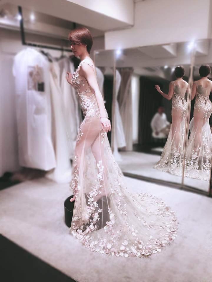 劉雨柔婚紗超辣。圖/摘自臉書