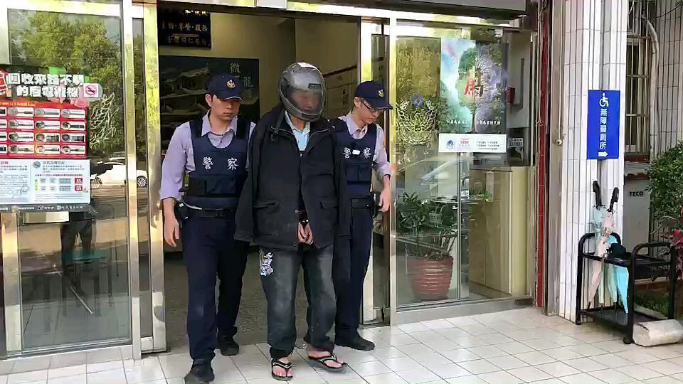 警方依竊盜罪嫌移送地檢署。記者鄭國樑/翻攝