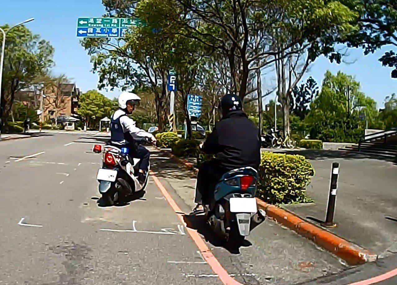 警方因鍾男加速躲盤查覺得可疑,追上前攔人。記者鄭國樑/翻攝