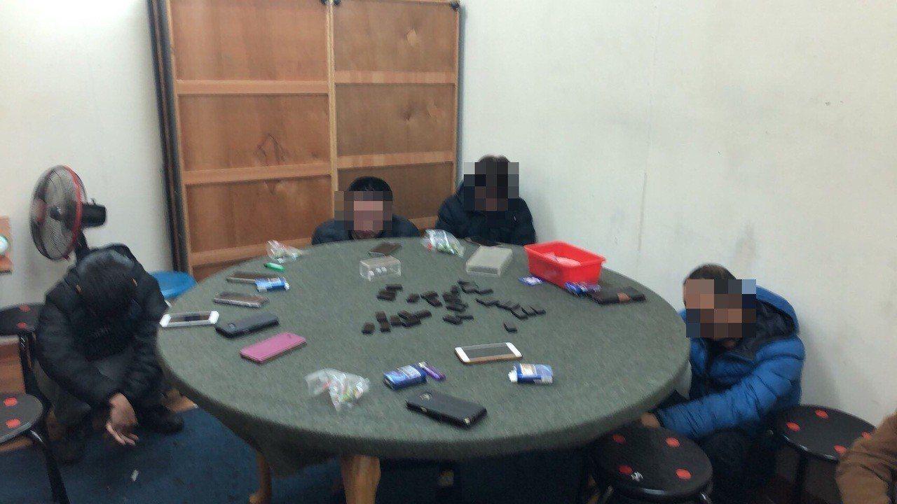警方破獲西園路一帶的天九牌賭場。記者蕭雅娟/翻攝
