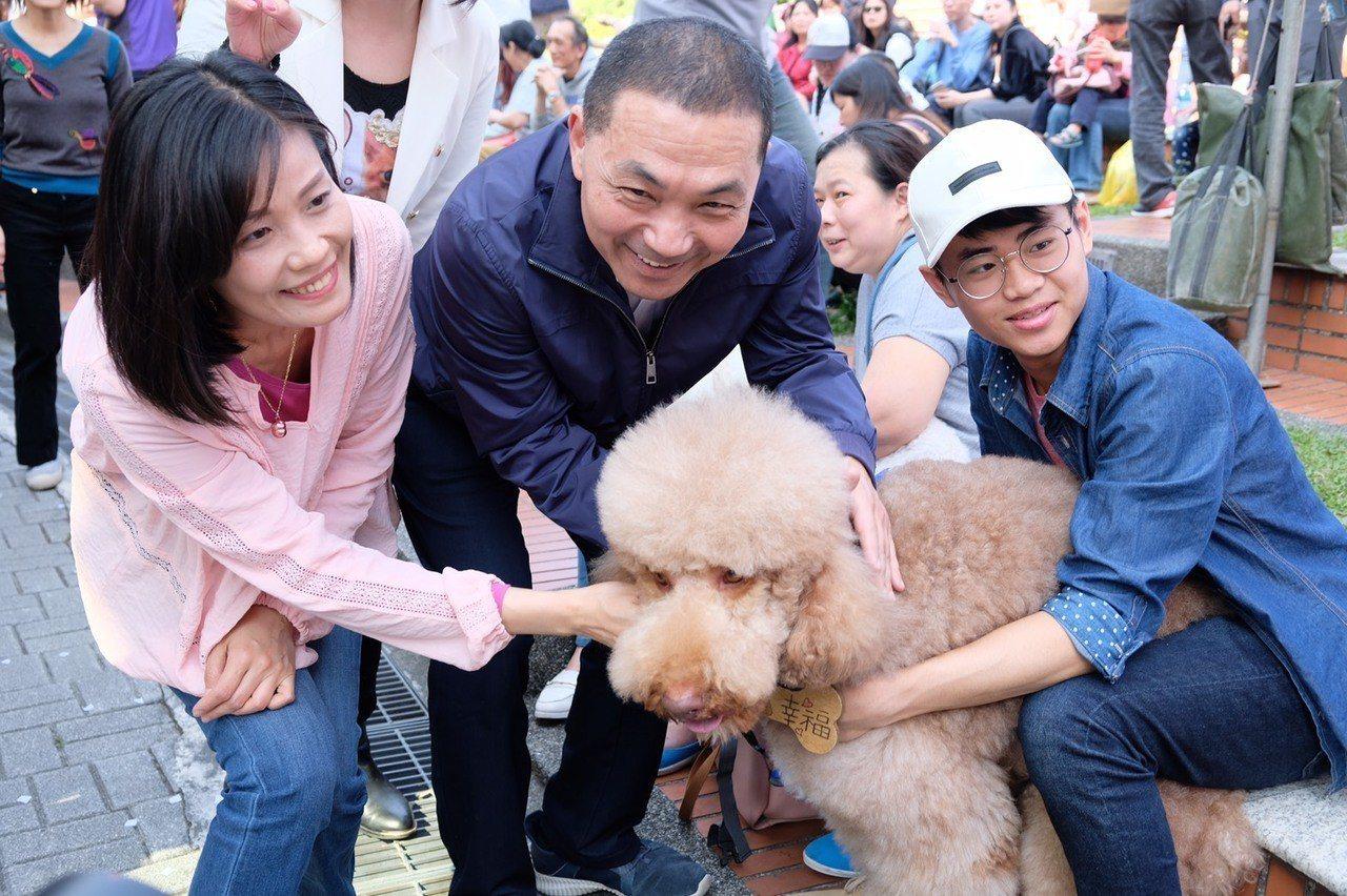 選舉策略挨批保守,侯友宜要吳秉叡「慢慢來」。記者張曼蘋/拍攝