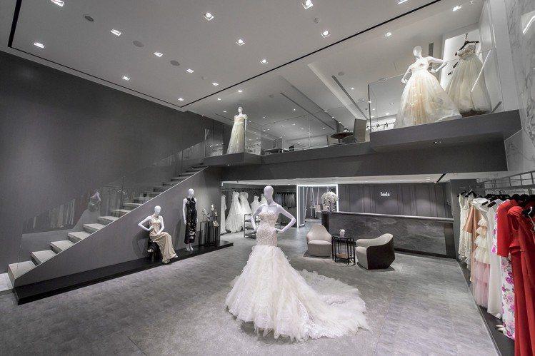 1樓禮服鑑賞空間採挑高設計,簡約舒適。圖/LinLi Boutique提供