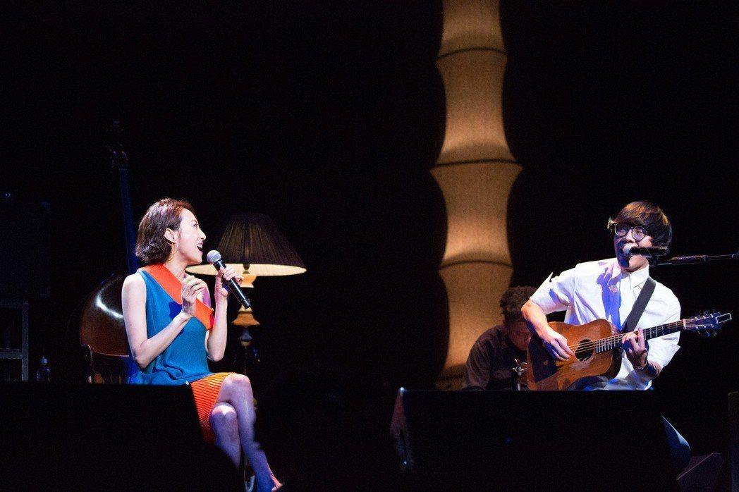 盧廣仲擔任日本歌手一青窈東京演唱會嘉賓。圖/添翼創越提供。
