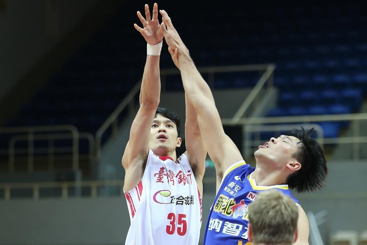 台銀隊余純安(左)。 圖/中華籃球協會提供